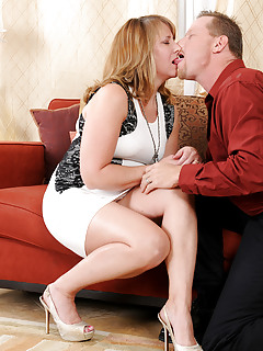 Mature Kissing Pics