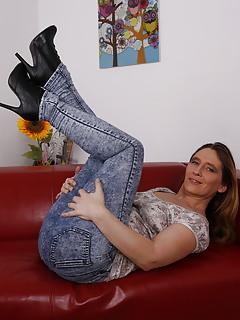 Mature Jeans Pics